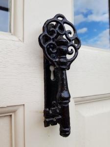 post-office-house-door-detail